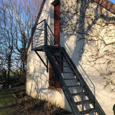 escalier extérieur métal droit