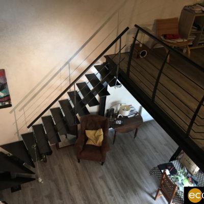 escalier tout métal noir