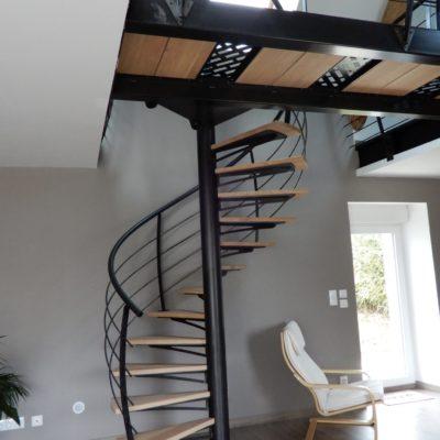 Escalier colimaçon bois et métal fabriqué par EC Design