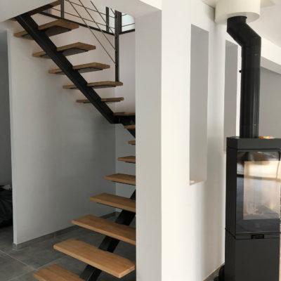 Escalier 2/4 tournant limon central bois métal