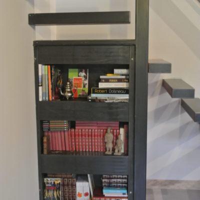 création d'une bibliothèque encastrée sous escalier métal vendome EC Design