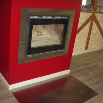 habillage de cheminée en métal rouge loir et cher EC Design Vendôme