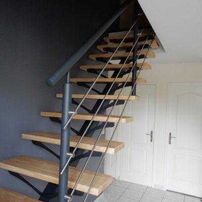 Escalier acier thermolaqué bois limon central
