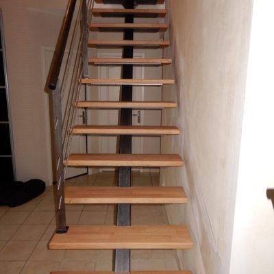 Escaliers limon central bois métal brut inox