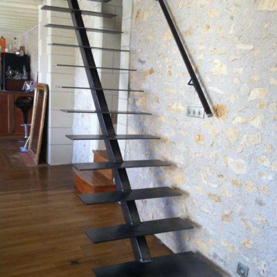 Escalier métal minimaliste fabricant d'escaliers en métal Loir-et-Cher Vendôme