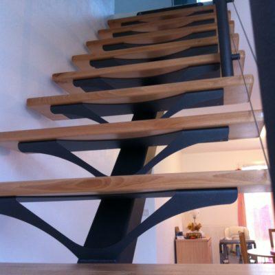 Escalier métal et bois limon central Fabricant escaliers Loir-et-Cher Vendôme Tours Blois EC DESIGN