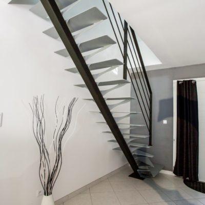 escalier métal gris et noir Fabricant escaliers Loir-et-Cher Vendôme Tours Blois EC DESIGN