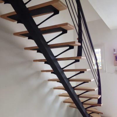 Escalier limon central bois métal Fabricant escaliers Vendôme Loir et Cher