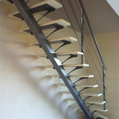 Escalier bois métal gris limon central EC Design fabricant d'escalier à Vendôme Loir-et-Cher