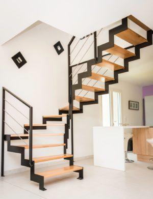 Createur-d-escaliers limon cannelé métal bois