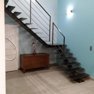Escalier métal limon central noir fabricant escaliers Loir-et-Cher Vendôme