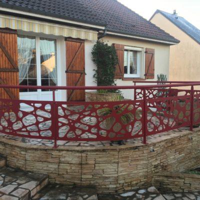 fabricant portails et clôtures Loir et Cher - EC design Vendôme - garde-corps terrasse rouge