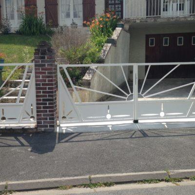 fabrication portail métal vendome portail et portillon blanc en métal EC Design Vendôme Loir-et-Cher