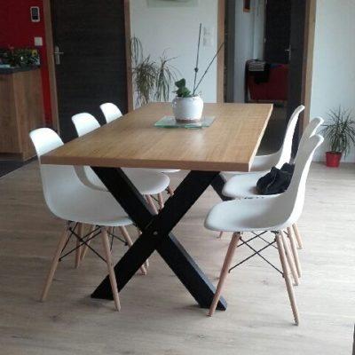 Table piétement croix métal plateau bois - fabricant table loir et cher Vendôme EC Design